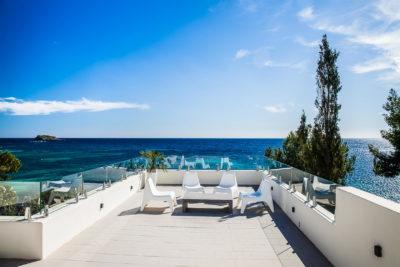 Exklusive Villen direkt am Meer mit 2 Pools bis 18 Personen bei Santa Eulalia